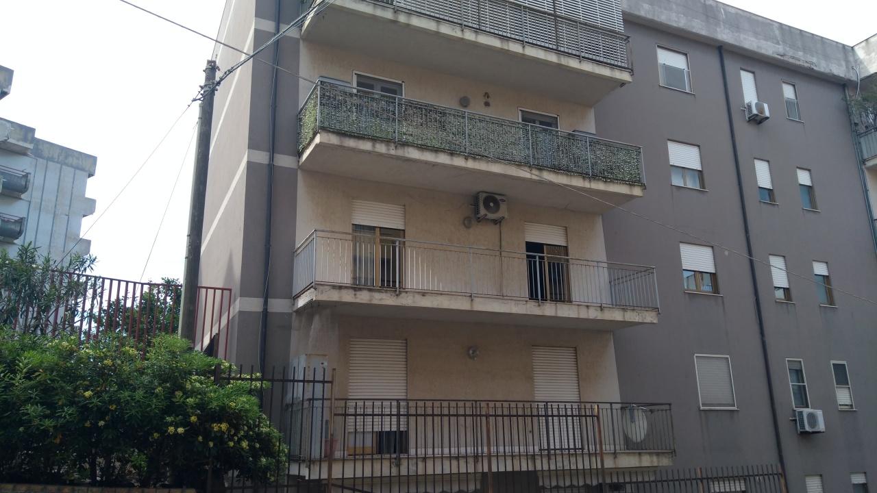 Appartamento in vendita a Reggio Calabria, 4 locali, prezzo € 76.000 | CambioCasa.it