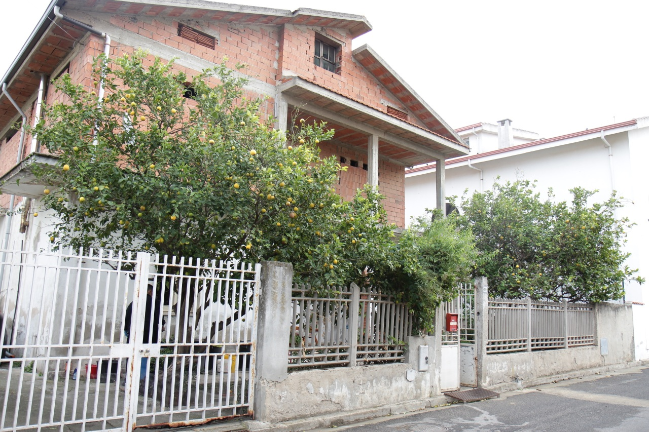 Casa Indipendente in discrete condizioni in vendita Rif. 5847232