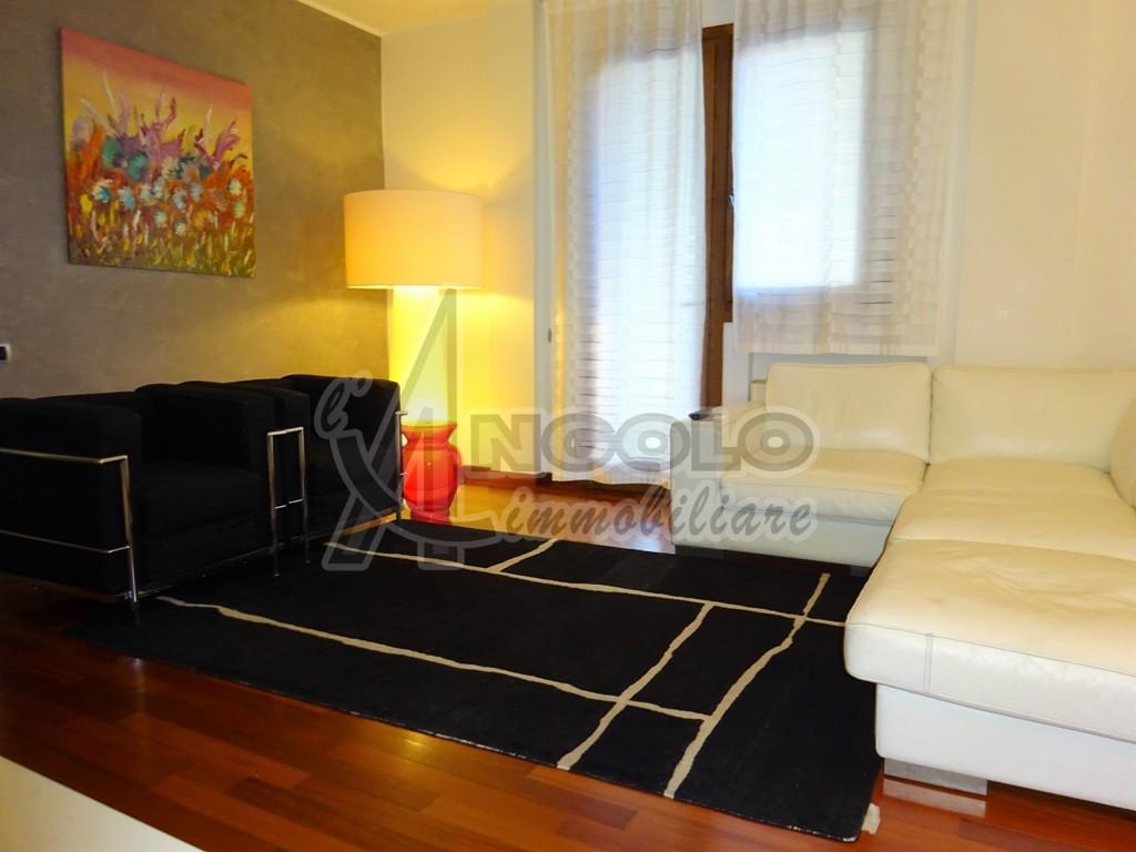 Appartamento in vendita a Rovigo, 6 locali, prezzo € 239.000 | CambioCasa.it