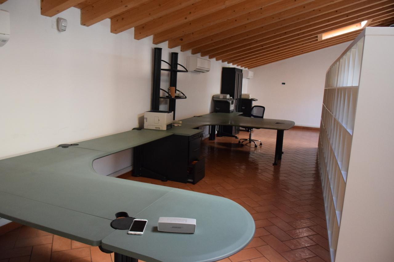 Ufficio / Studio in affitto a Gambellara, 3 locali, prezzo € 550   CambioCasa.it