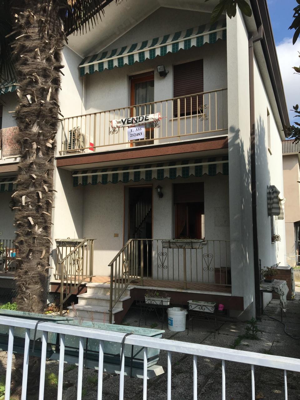 Villetta a schiera in buone condizioni in vendita Rif. 4153760