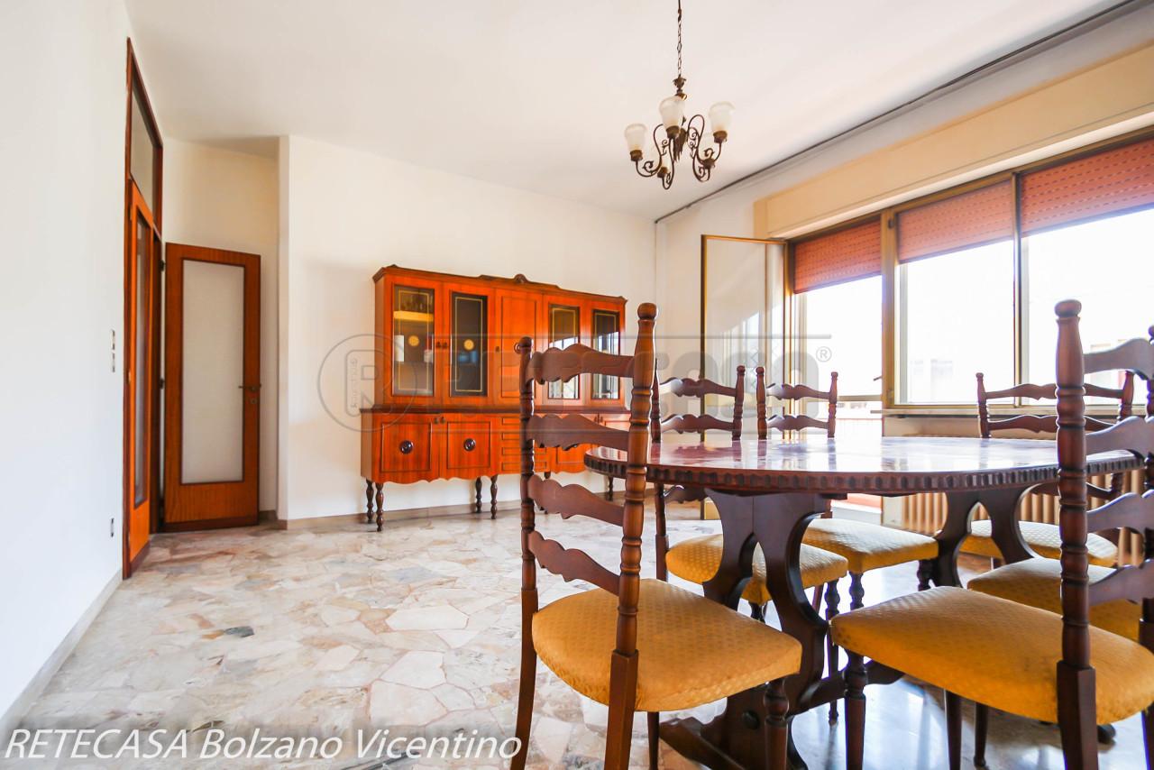 Appartamento in vendita a Vicenza, 6 locali, prezzo € 90.000   CambioCasa.it