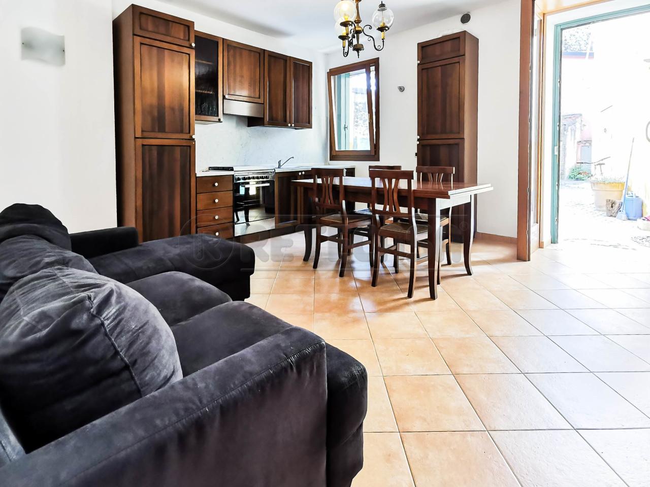 Appartamento in ottime condizioni arredato in affitto Rif. 10763688