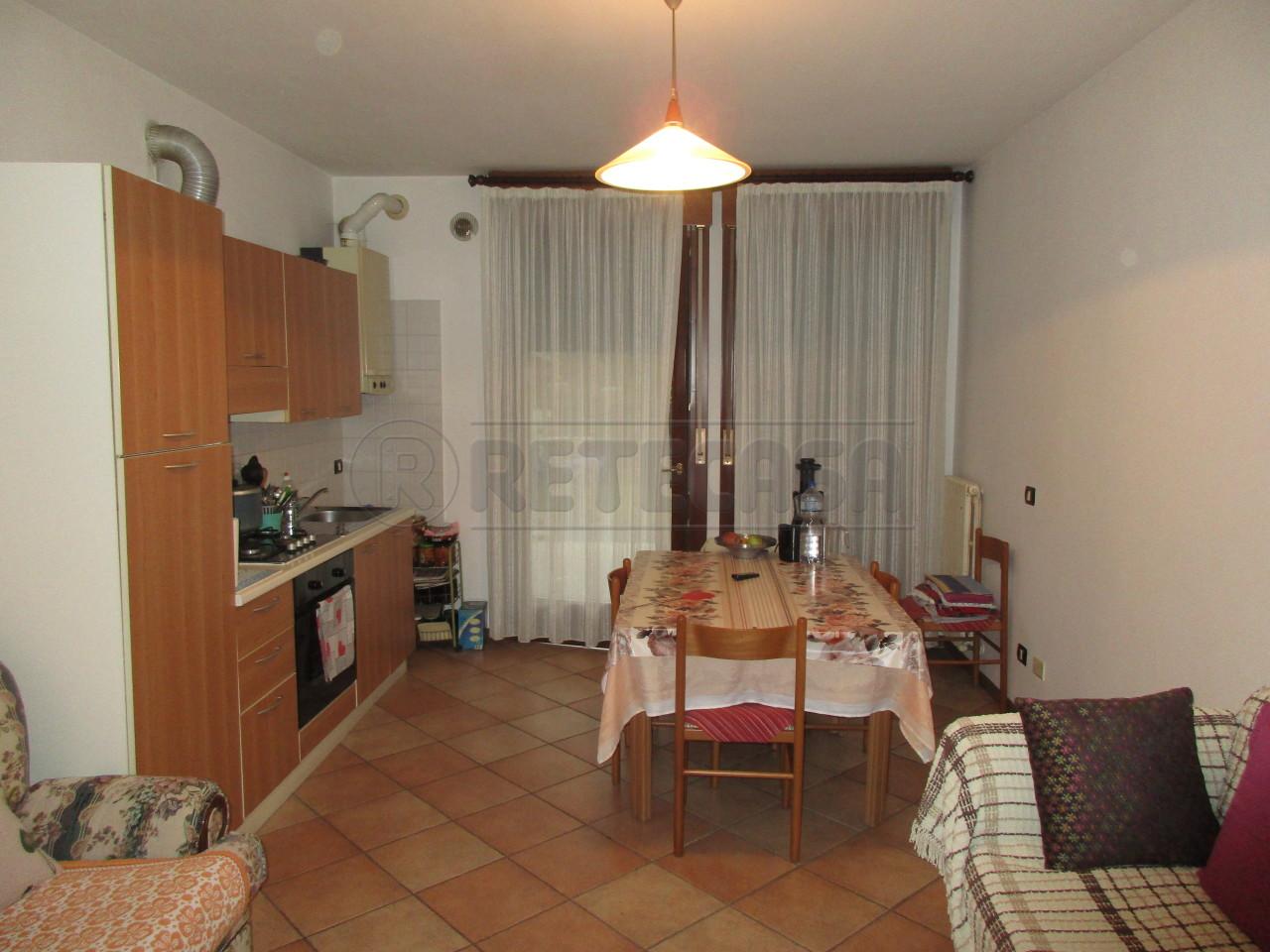 Appartamento in buone condizioni arredato in vendita Rif. 7516285