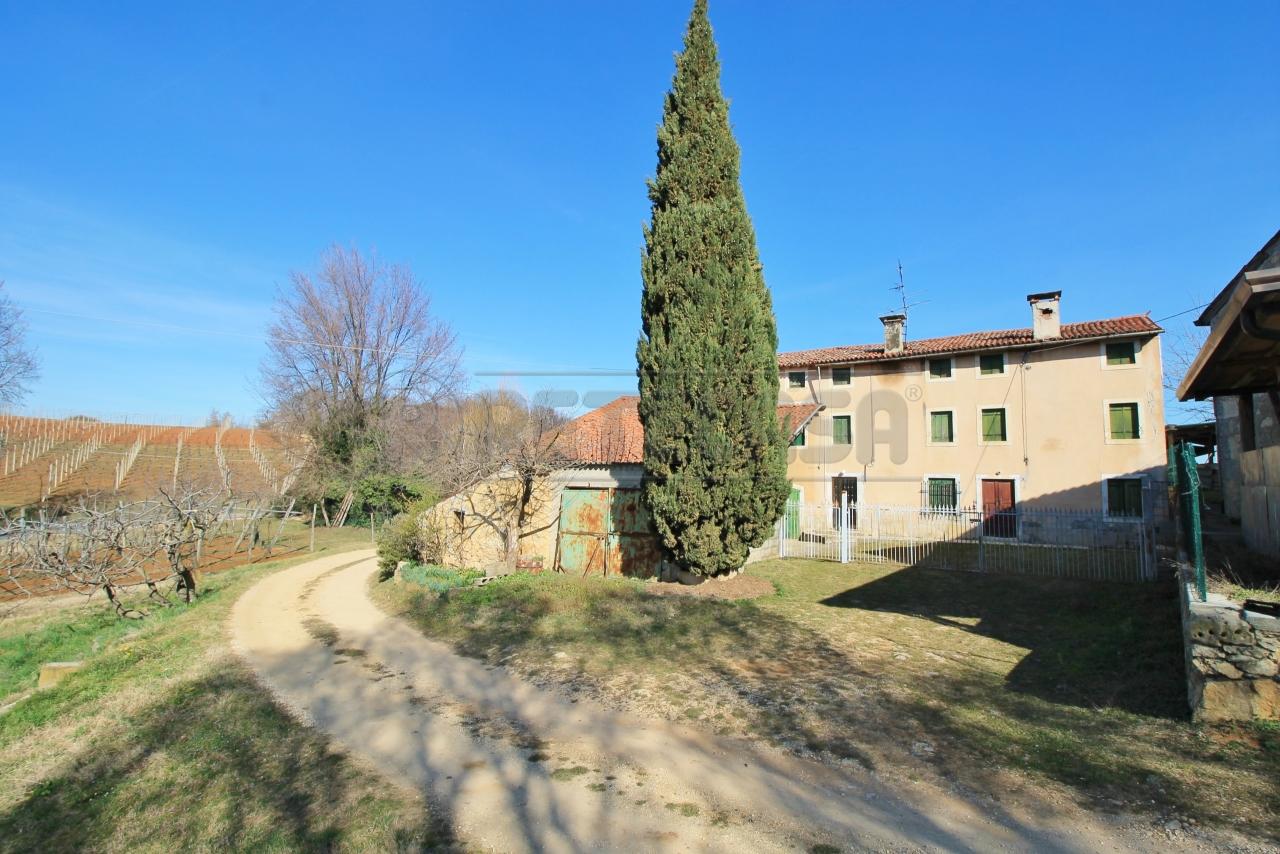 Rustico / Casale in vendita a Sarego, 12 locali, prezzo € 200.000 | CambioCasa.it