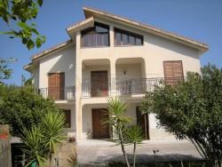 Villa in Vendita a Caltanissetta, zona Santo Spirito, 200'000€, 220 m², con Box