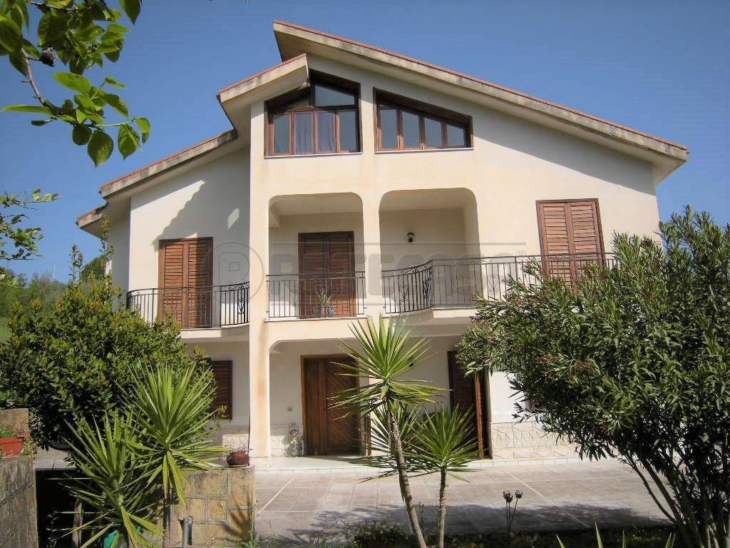 Villa - Unifamiliare a Santo Spirito, Caltanissetta