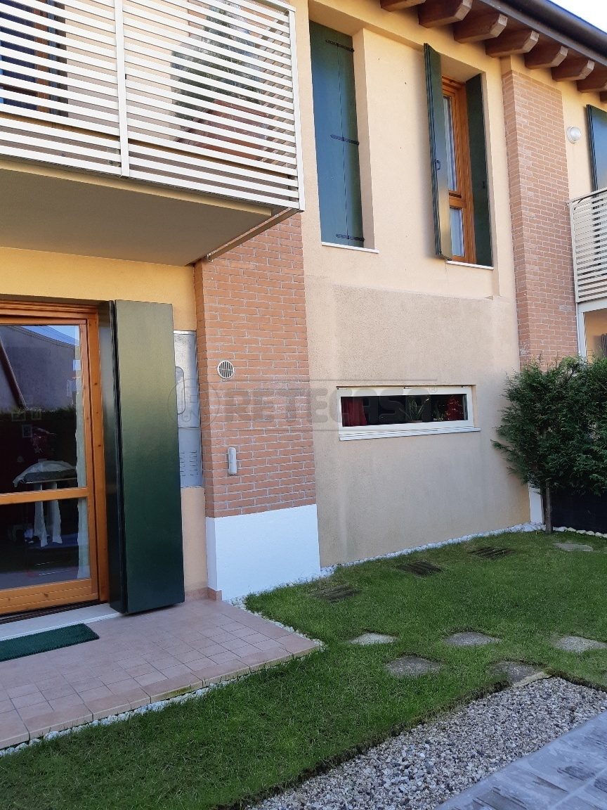 Porzione di casa in ottime condizioni in vendita Rif. 12389132