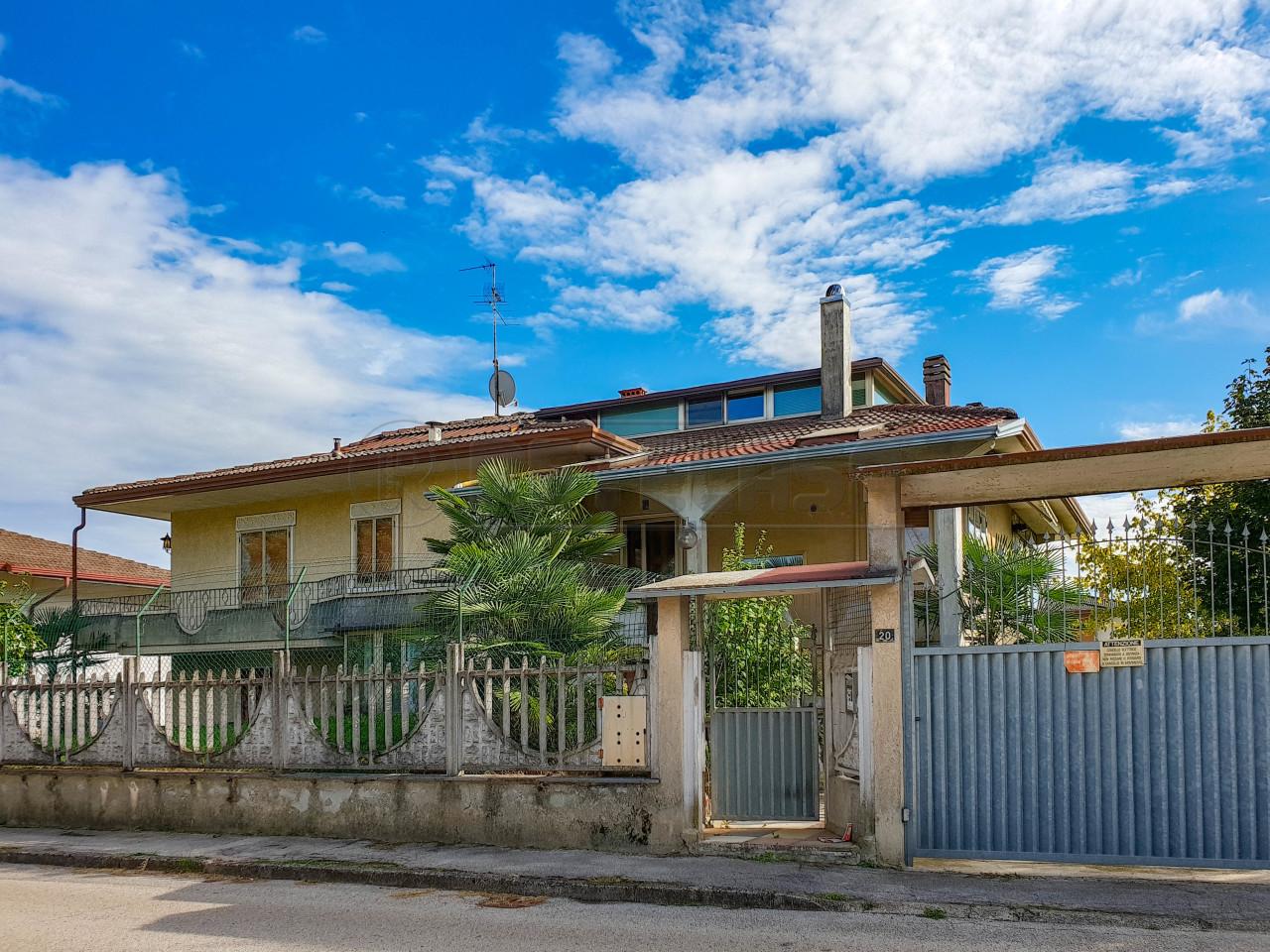Casa Indipendente in discrete condizioni in vendita Rif. 11237872