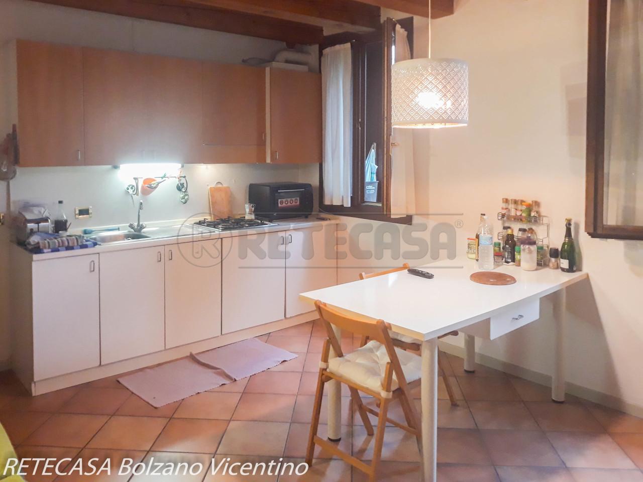 Appartamento in buone condizioni arredato in affitto Rif. 10546760