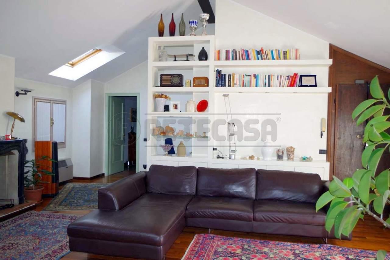 Attico / Mansarda in buone condizioni in vendita Rif. 4129399