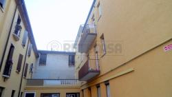 Ufficio in Affitto a Mantova, 800€, 90 m²