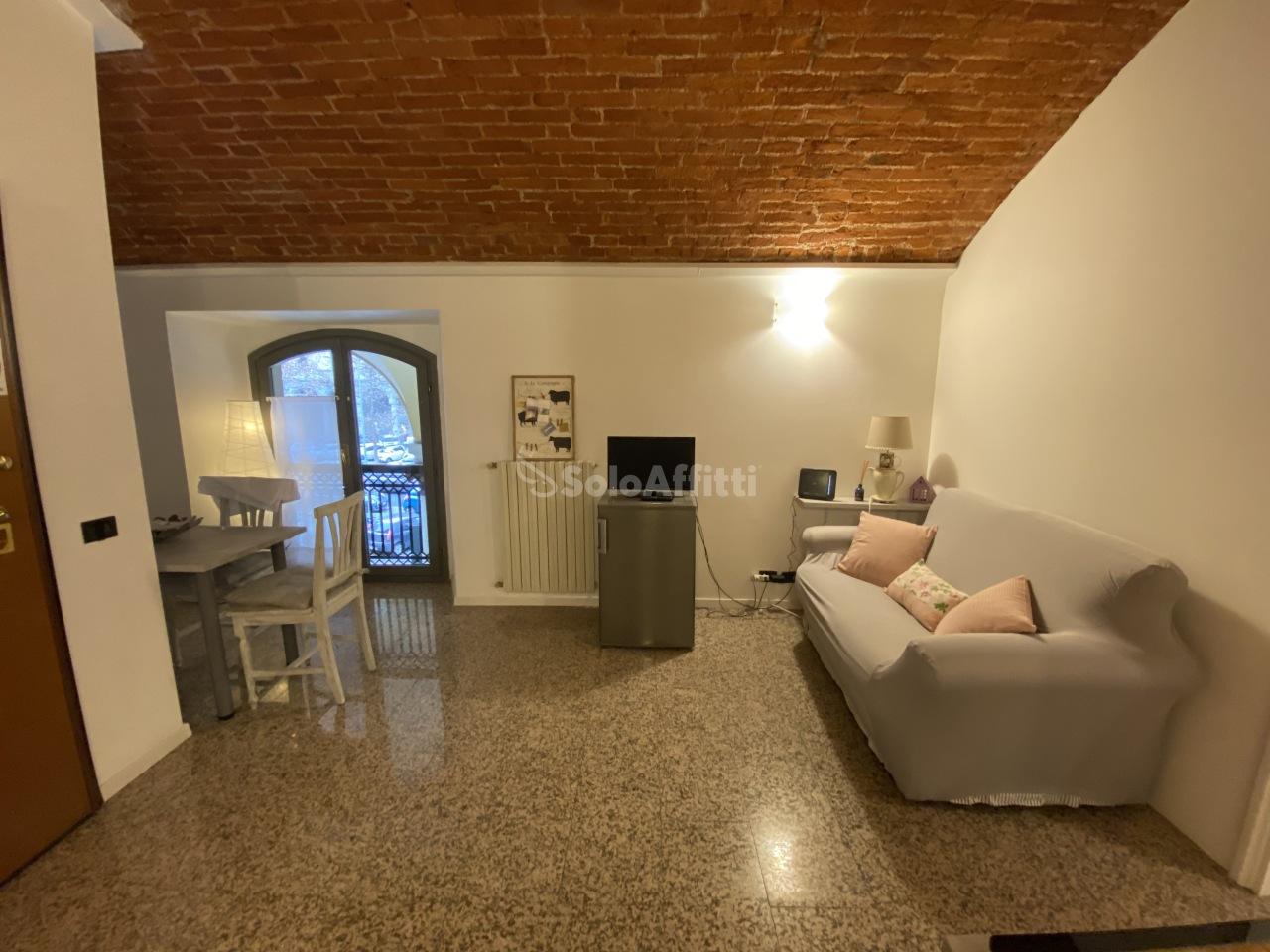 Appartamento in affitto a Novara, 3 locali, prezzo € 1.200 | CambioCasa.it
