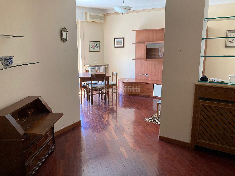 Appartamento Trilocale Arredato 5 vani 90 mq.