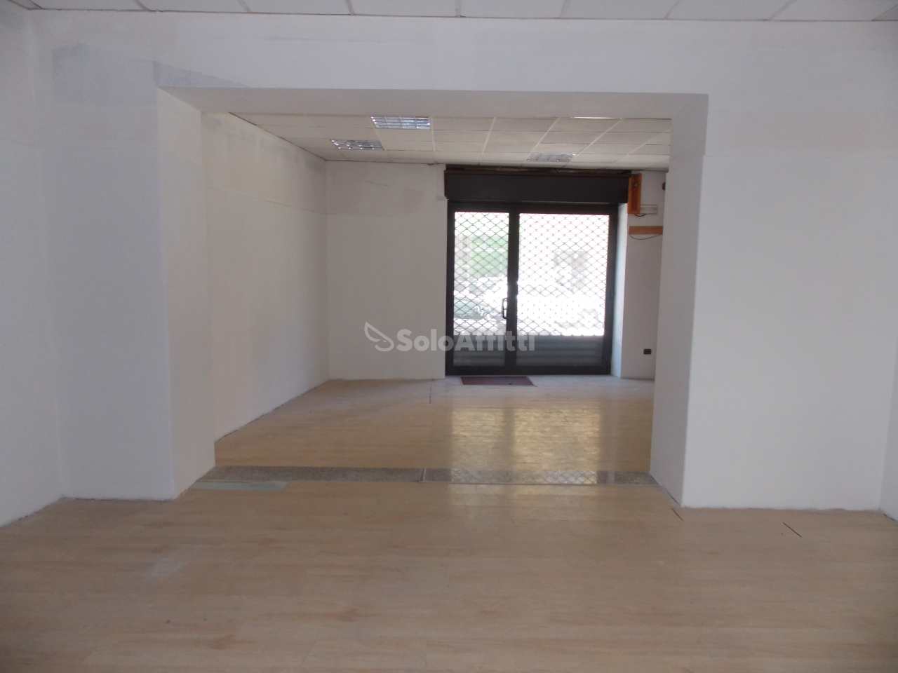 Fondo/negozio - 2 vetrine/luci a Centro storico, Novara Rif. 6371803