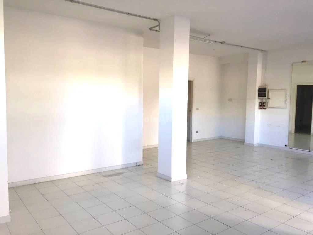 Fondo/negozio - 2 vetrine/luci a Luna e Sole - Lu Fangazzu, Sassari