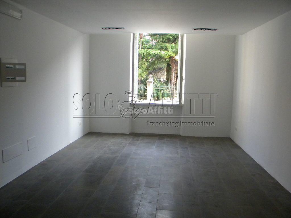 Ufficio / Studio in affitto a Chiavari, 2 locali, prezzo € 600 | PortaleAgenzieImmobiliari.it