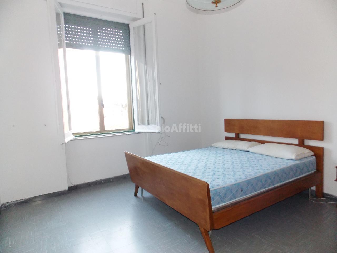 Stanza / posto letto in buone condizioni arredato in affitto Rif. 11093280
