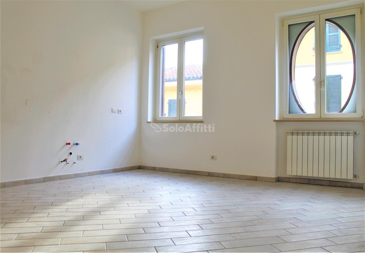 Trilocale in buone condizioni in affitto Rif. 12041278