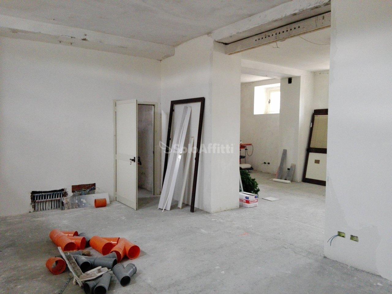 Fondo/negozio - 2 vetrine/luci a Lido Fortuna, Catanzaro Rif. 7170062