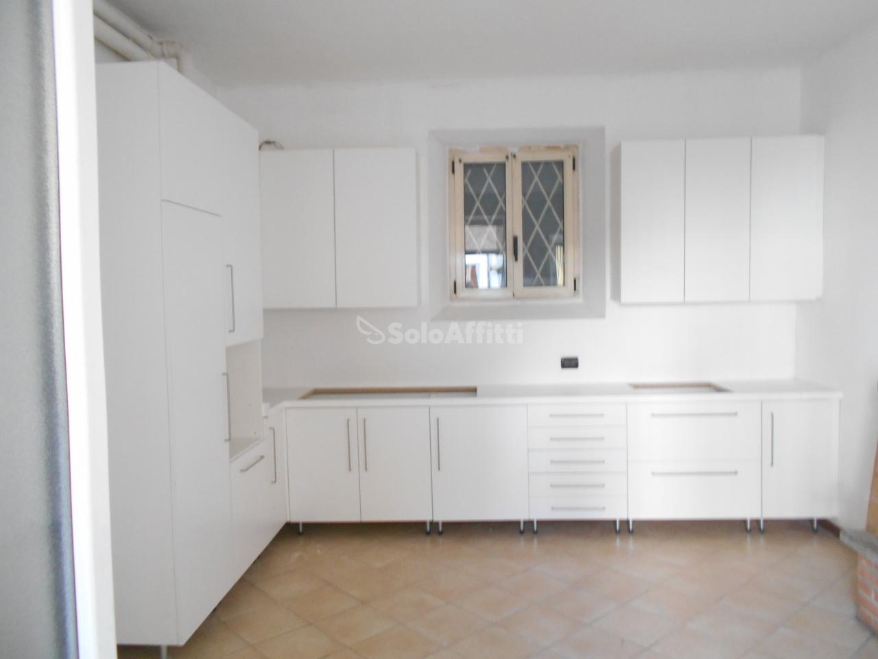 Appartamento in affitto a Carugo, 2 locali, prezzo € 450 | PortaleAgenzieImmobiliari.it