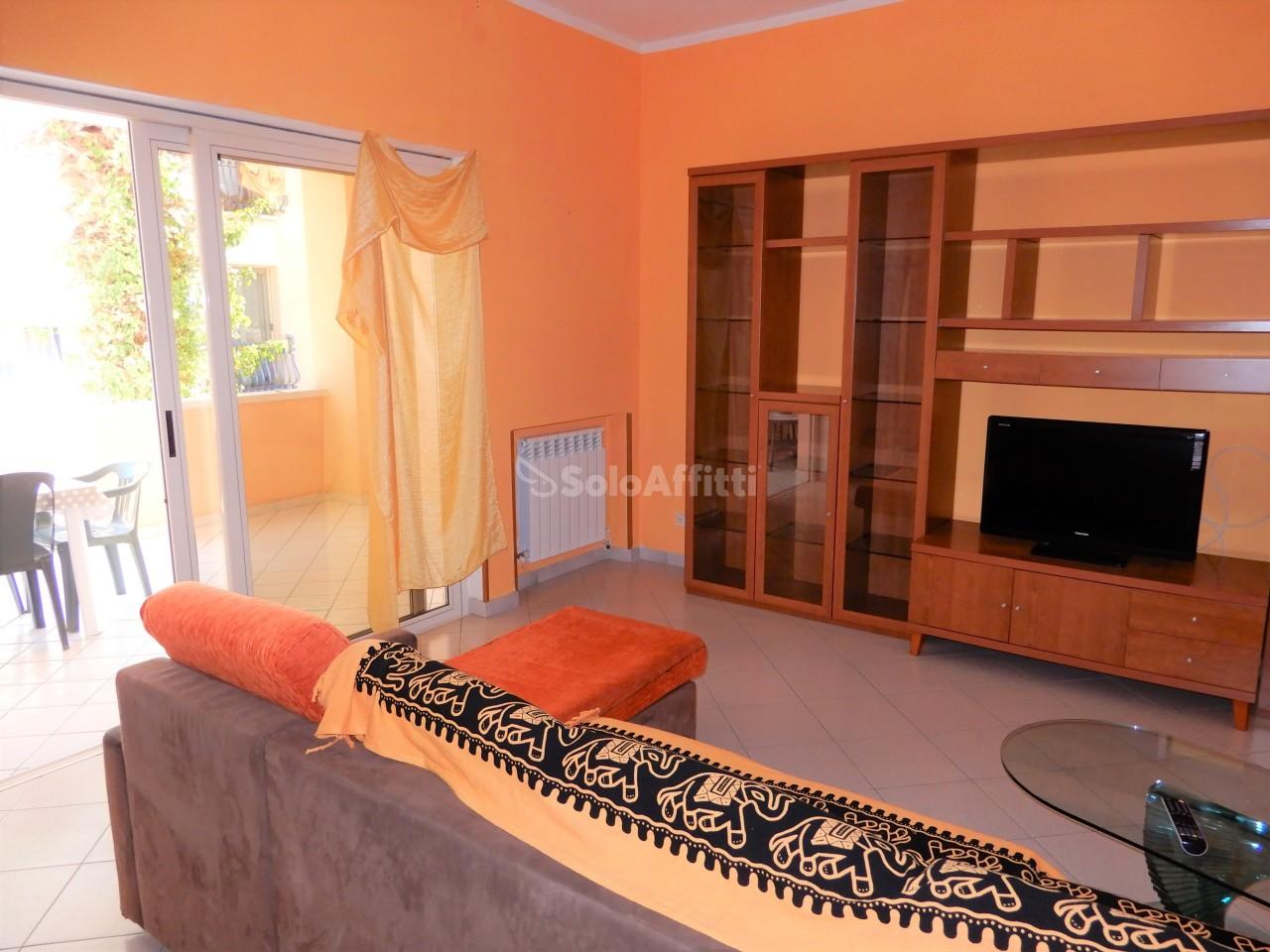 Quadrilocale in buone condizioni arredato in affitto Rif. 9388987