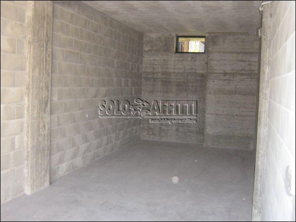 Box e posti auto in buone condizioni in affitto Rif. 10530619