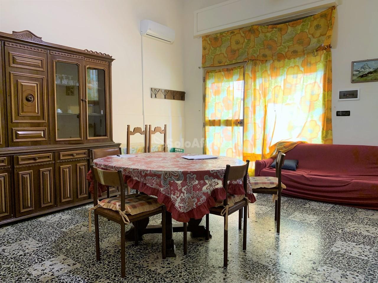 Trilocale in buone condizioni arredato in affitto Rif. 11316353