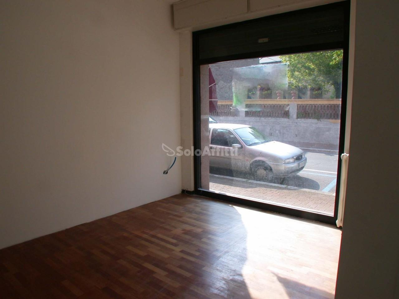 Fondo/negozio - 2 vetrine/luci a Centro, Pesaro Rif. 4134888