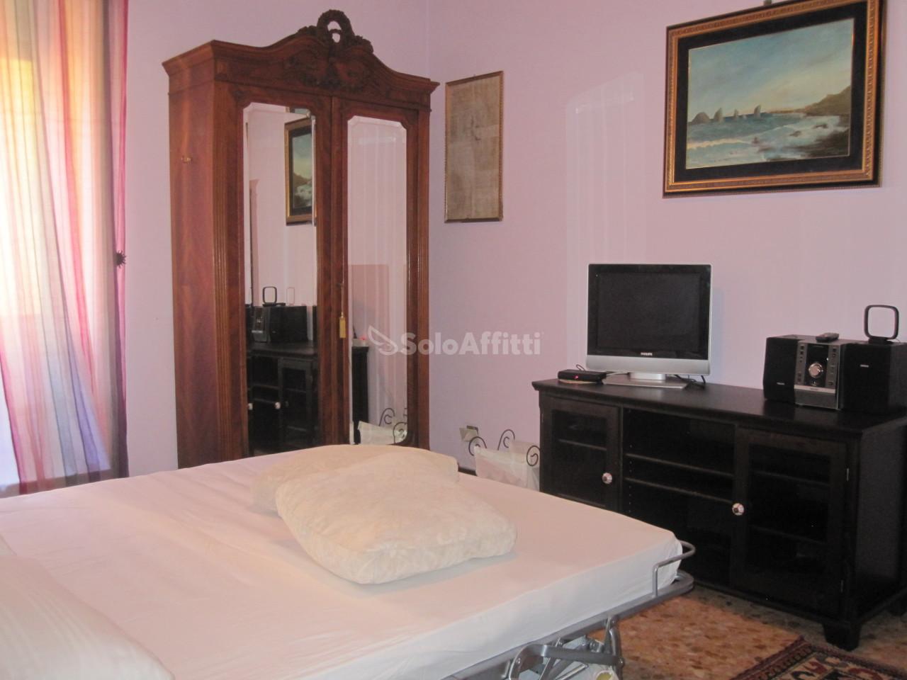 Stanza / posto letto in buone condizioni arredato in affitto Rif. 11266584