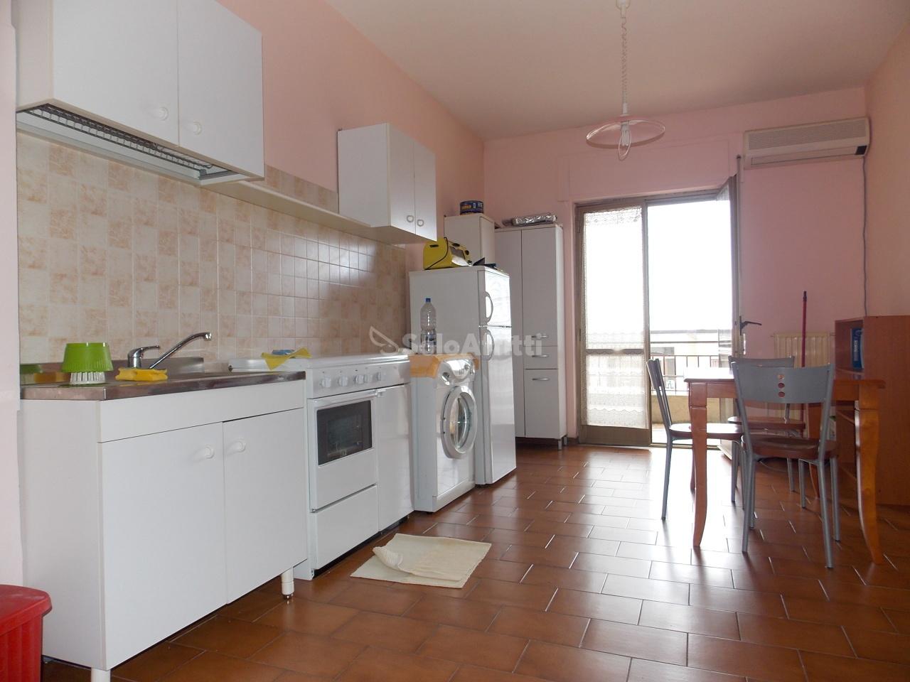 Monolocale in buone condizioni arredato in affitto Rif. 8908391