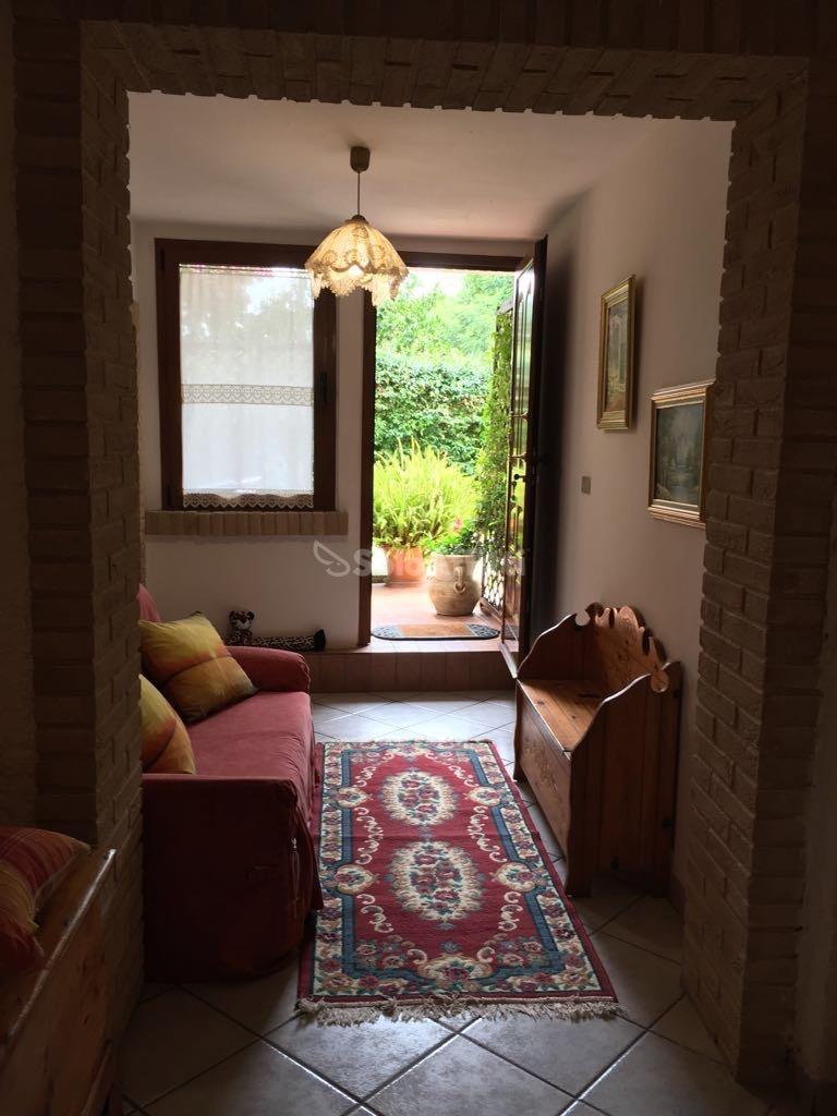 Bilocale in buone condizioni arredato in affitto Rif. 11968034