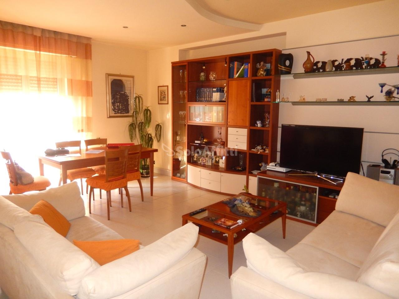Quadrilocale in ottime condizioni arredato in affitto Rif. 10253829