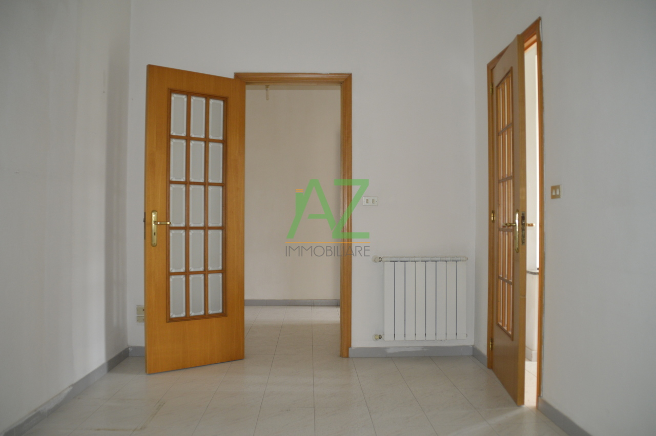 Appartamento in vendita a Acireale, 5 locali, prezzo € 75.000 | PortaleAgenzieImmobiliari.it