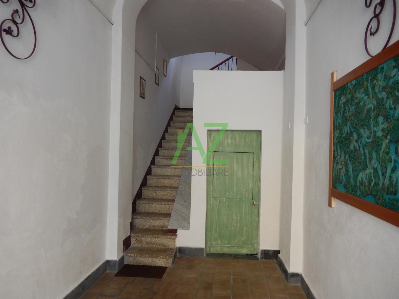 Appartamento in buone condizioni in vendita Rif. 10889836
