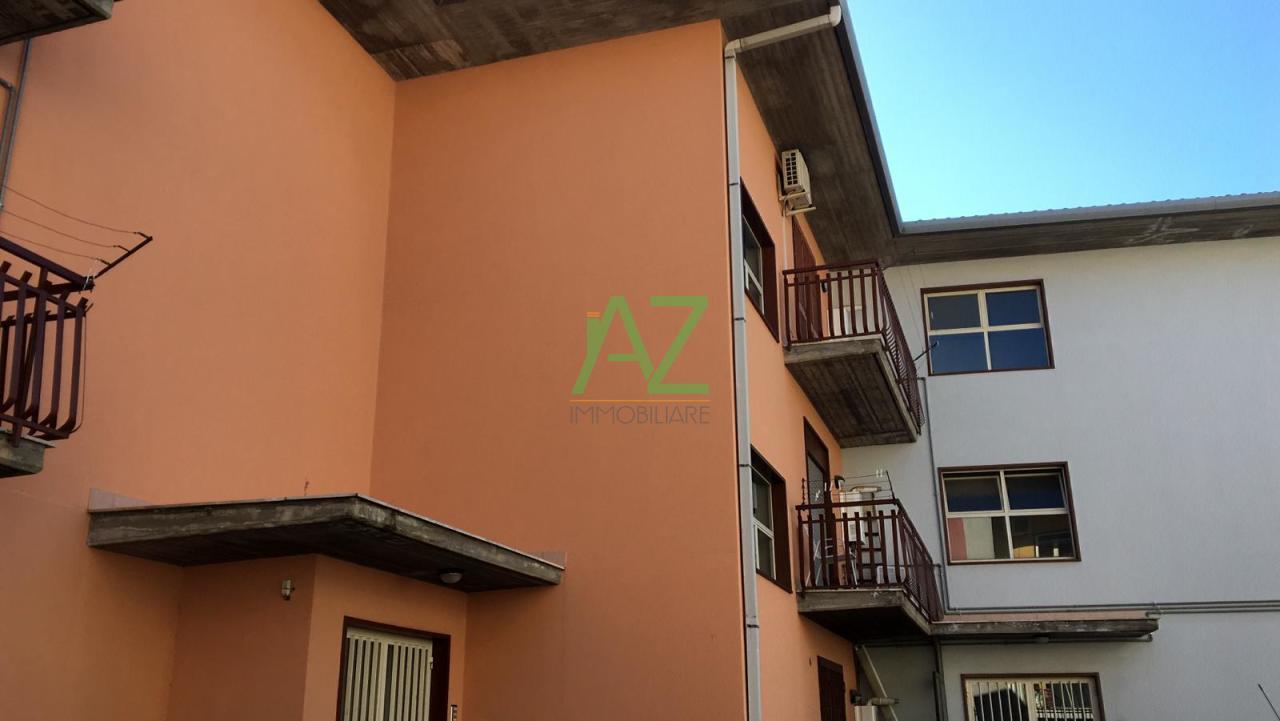 Appartamento in buone condizioni in vendita Rif. 9992435