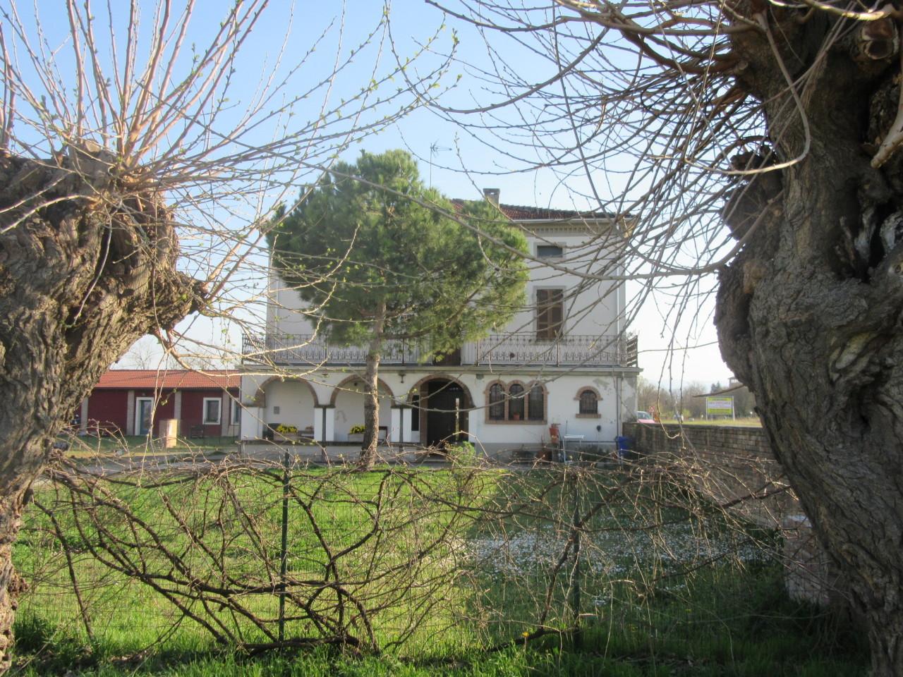 Villetta a schiera in buone condizioni in vendita Rif. 9910626