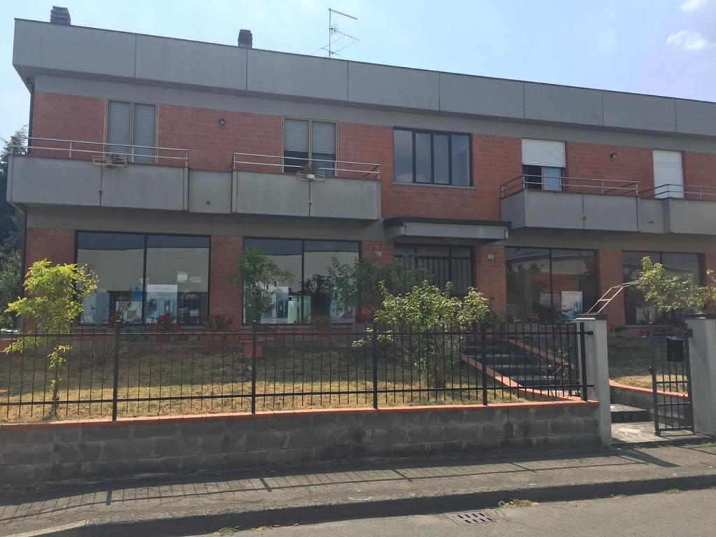Capannone / Fondo - Industriale/Artigianale a Collecchio Rif. 4142196