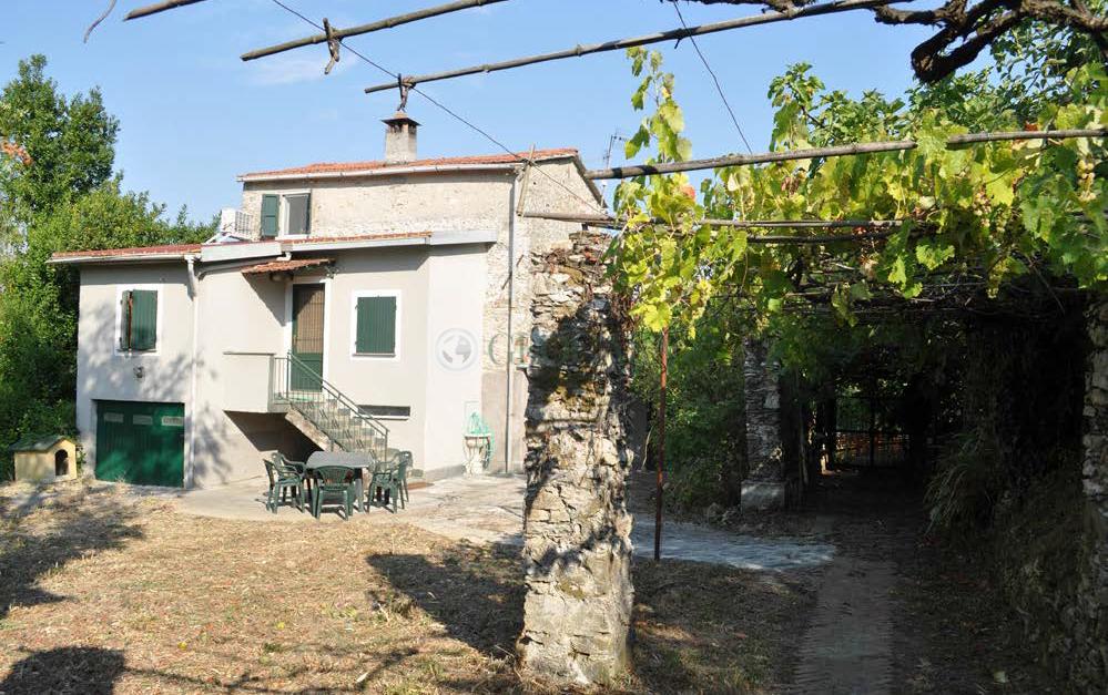 Rustico / Casale in vendita a Vezzano Ligure, 5 locali, prezzo € 165.000 | CambioCasa.it