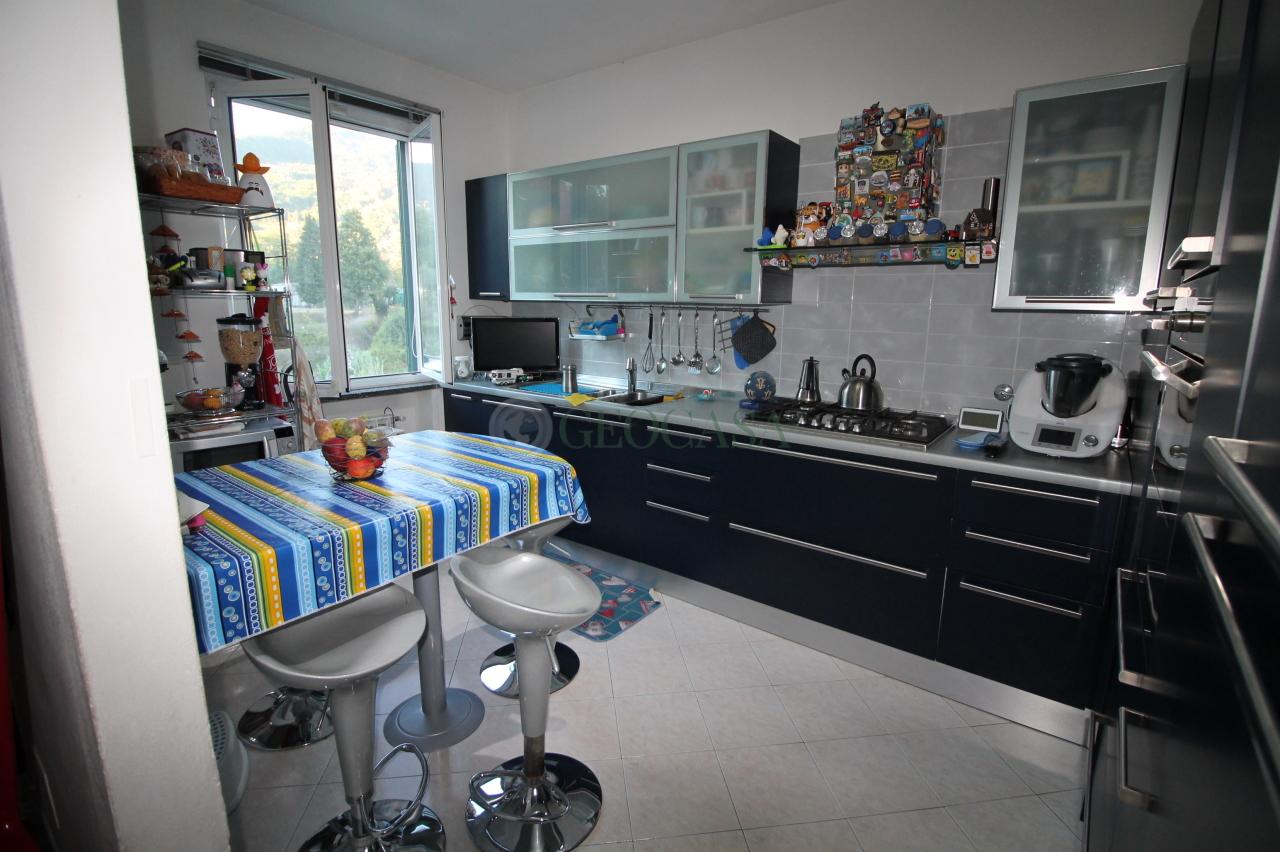 Villa a Schiera in vendita a Follo, 5 locali, prezzo € 195.000   CambioCasa.it