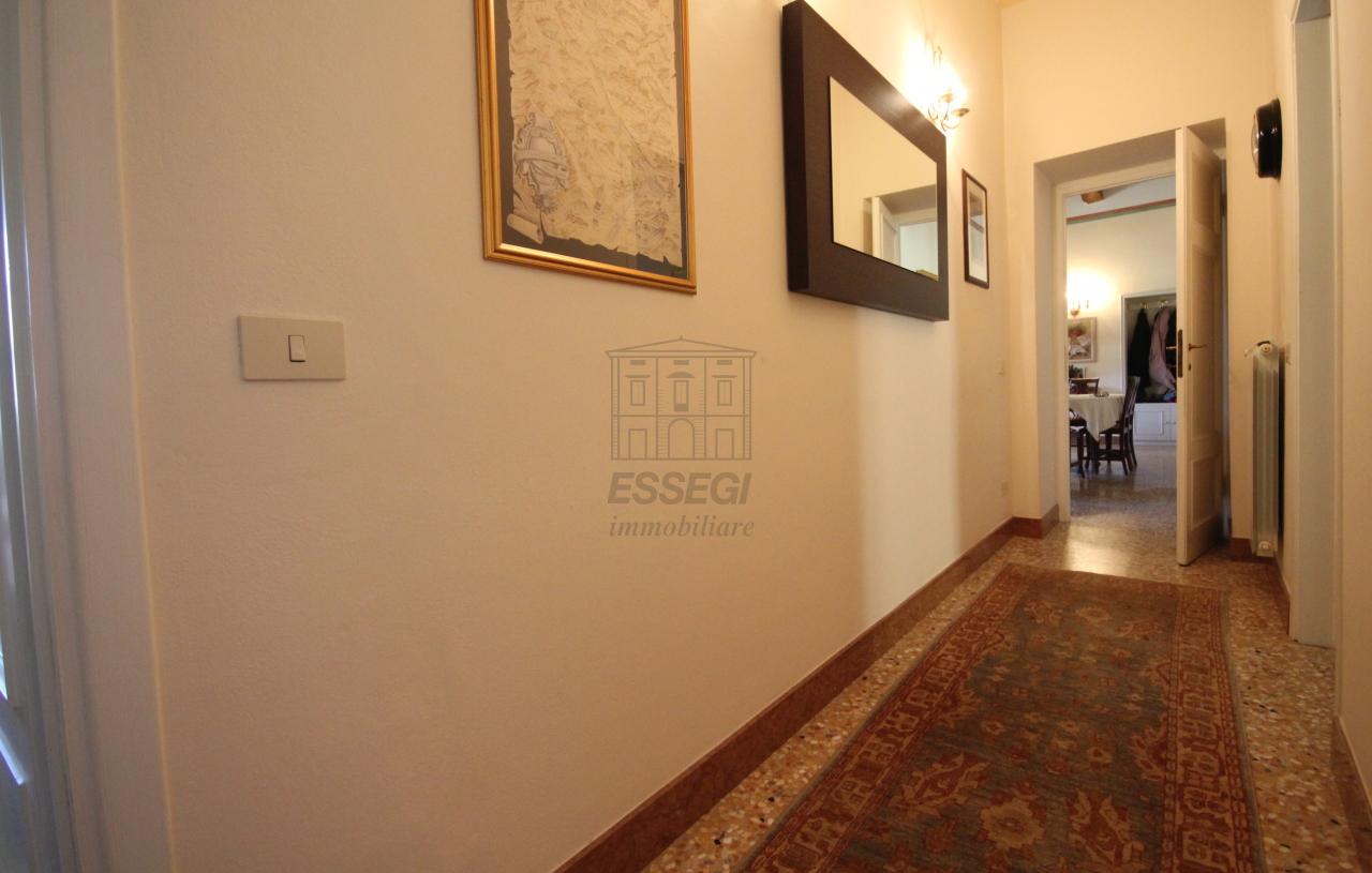 Appartamento Lucca Centro storico IA03340 img 17