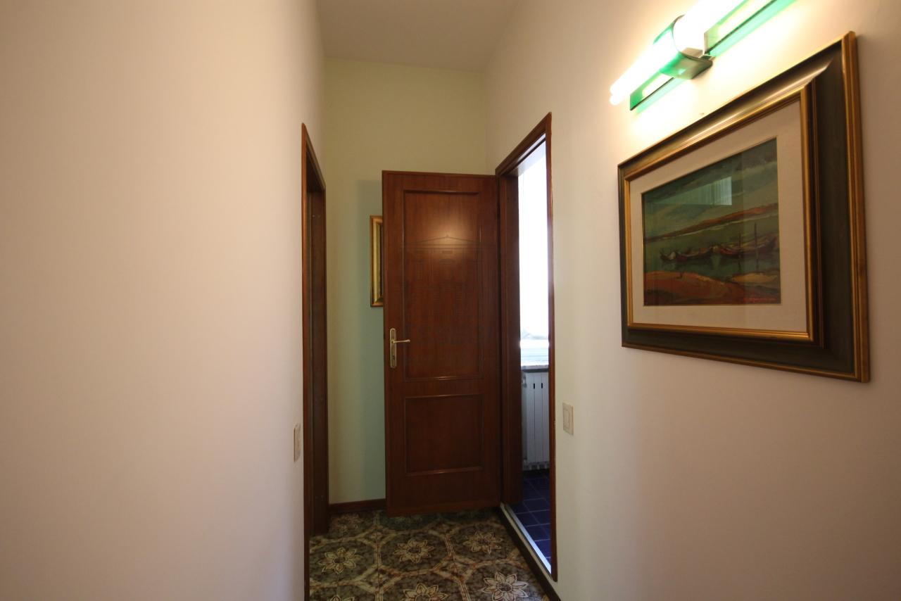 Villa divisa in due unità Lucca S. Anna IA03423 img 12