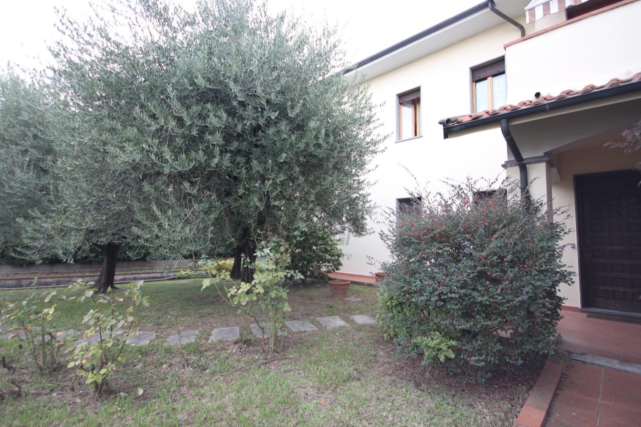 Villa divisa in due unità Lucca S. Cassiano a Vico IA03434 img 3