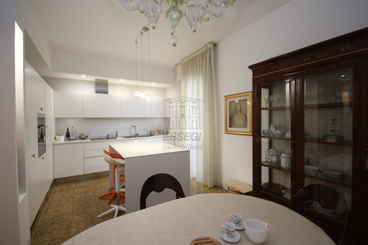 Villa divisa in due unità Lucca S. Anna IA03423 img 2