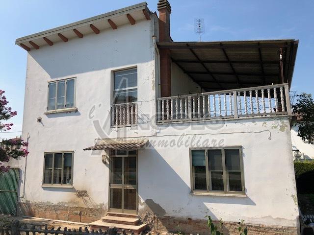 Rustico / Casale in vendita a Canaro, 6 locali, prezzo € 35.000 | CambioCasa.it