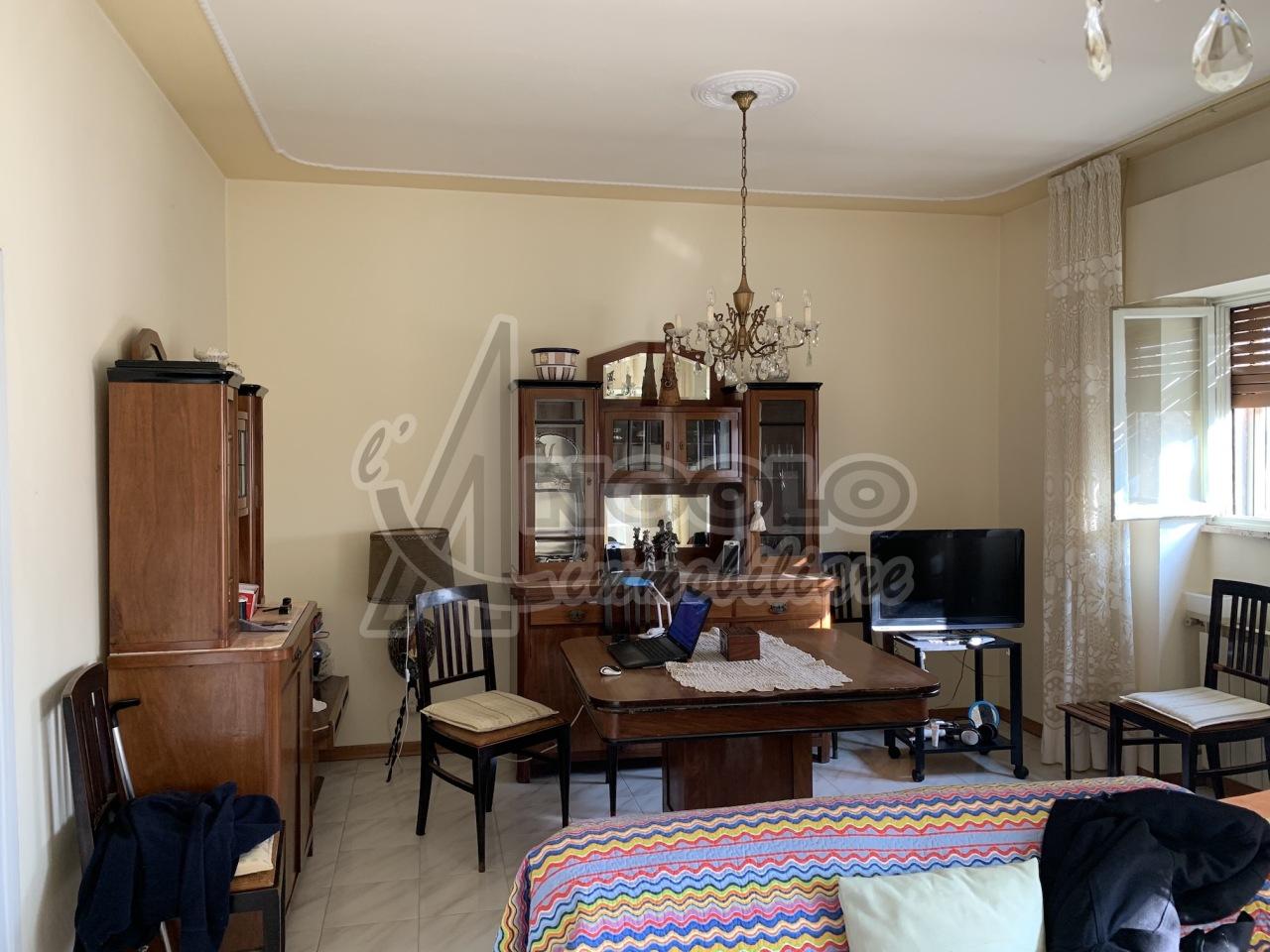 Appartamento in vendita a Rovigo, 6 locali, prezzo € 59.000 | CambioCasa.it
