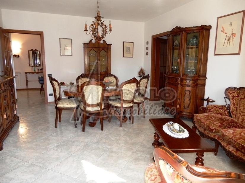 Appartamento in buone condizioni in vendita Rif. 10763772