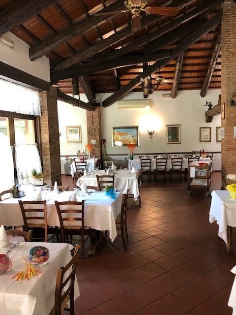Ristorante / Pizzeria / Trattoria in vendita a Creazzo, 7 locali, Trattative riservate | CambioCasa.it