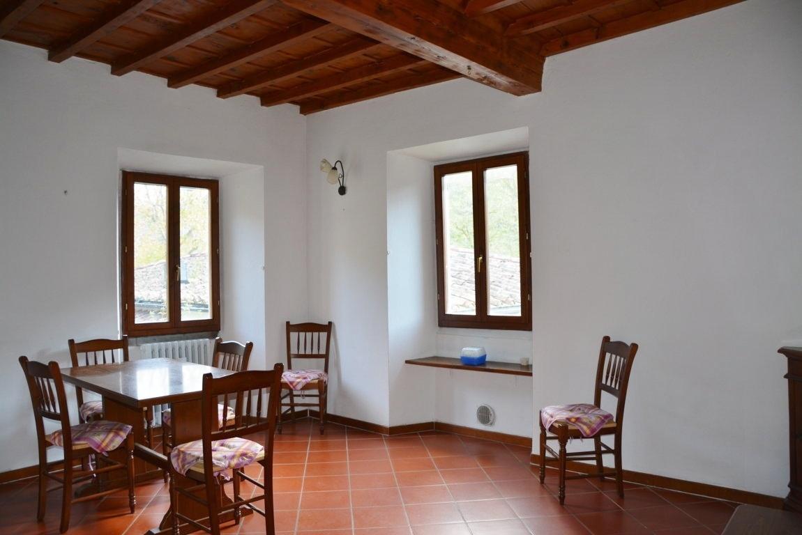 Appartamento in vendita a San Godenzo, 3 locali, prezzo € 75.000   CambioCasa.it
