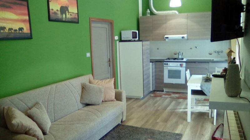 Appartamento in buone condizioni in vendita Rif. 8960108